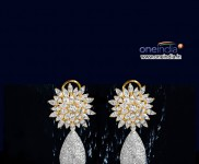 Detachable Diamond Earrings with Splash