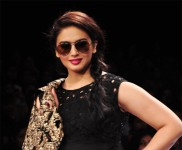 Huma Qureshi Ramp Walk at LFW 2012
