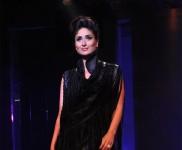 Kareena Kapoor Dazzles in Ramp Walk