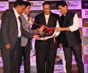Manish Malhotra & Farhan Akthar at Dulux Velvet Touch  New Brand Campaing