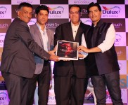 Farhan Akthar & Manish Malhotra at Dulux Velvet Touch Launch