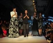 LFW Day 3 - Arjun Saluja, Nachiket Barve Show