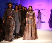 Designer Shruti Sancheti Show, Aditi Rao Hydari Walked The Ramp At AIFW 2016