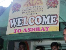 Paris Hilton Visited Ashray Orphanage at Bandra Photos