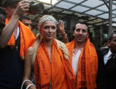 Paris Hilton visited Siddhivinayak Temple Photos