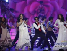 Katrina Kiaf, Shahrukh Khan and Anuskha Sharma Photos