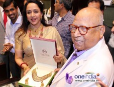 Hema Malini at Inaugration of Malabar Gold And Diamonds Photos