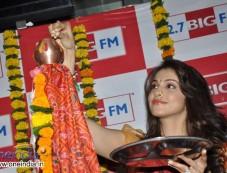 Isha Koppikar Celebrates Gudi Padwa at 92.7 BIG FM Photos
