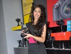 Navneet Kaur Dhillon visits Reliance Photos