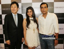 Alia Bhatt launches the Forever 21 store Photos