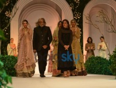 Meera and Muzaffar Ali Photos
