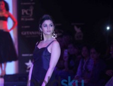 Alia Bhatt Walks At IIJW 2013 Ramp Photos