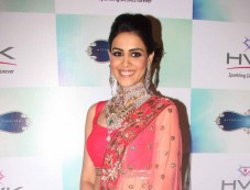 Genelia Dsouza walks the ramp for H V jewels Photos