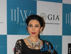 Karisma Kapoor Walks For Kays Jewels Photos