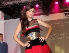 Soha Ali Khan walk the ramp at Toni and Guy Hair Meet Wardrobe Launch Photos