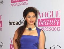 Sonam, Alia & Narmada at Vogue Beauty Awards 2013 Photos