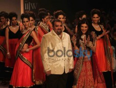 Sushmita Sen Walks For Charu Jewels Photos