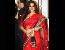 Vidya Balan in The Blood Red Saree on Durga Puja Photos
