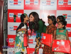 Pooja Chopra celebrates Diwali at 92.7 BIG FM Photos