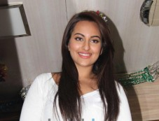 Sonakshi Sinha looking beautiful at Smile on Wheels Events Photos