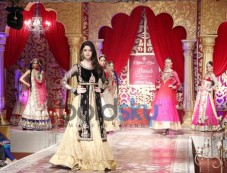 Alia Bhatt ramp at KHWAB 2013 Photos