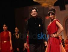 Chitrangada Singh with Designer Azva IBFW 2013 Show Day 3 Photos