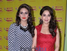 Huma Qureshi & Madhuri At Dedh Ishqiya Promotion Photos