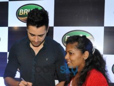 Imran Khan autograph to fan at Bru Gold Coffee Bean contest Photos