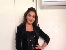Madhuri Dixit on the sets of Oral-B ad shoot at Oberoi Mall Photos