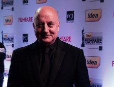 Anupam Kher on red carpet at Filmfare 2014 Photos