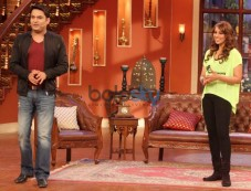 Bipasha Basu Looks Gorgeous at Comedy Nights Photos