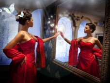 Decorate with Mirrors Photos