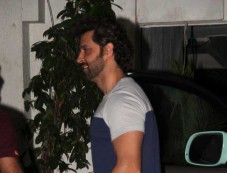 Hrithik Roshan celebrate new year at Sonali Bendre's place Photos