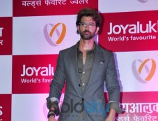 Hrithik Roshan Inaugurates Joyalukkas Jewellery Showroom Photos