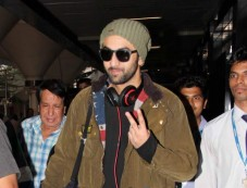 Ranbir Kapoor Snapped at Airport Photos