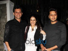 Ritesh Deshmukh and Genelia snapped in Bandra Photos