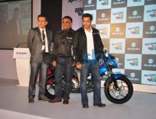 Salman Khan & Parineeti Chopra Suzuki launch Photos