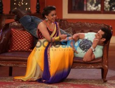 Salman Khan with Sumona Chakravarti at Comidy Nights with Kapil Show Photos