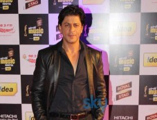 Shahrukh Khan stuns at Mirchi Music Awards 2014 Photos