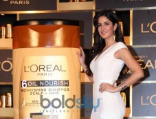 Katrina Kaif launches new hair care range 6 Oil Nourish Photos