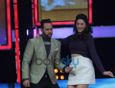 Nargis Fakhri dance moves at India's Got Talent show Photos