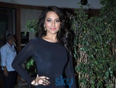 Sonakshi Sinha stuns during Painting Exhibition of Neeraj Goswami Photos