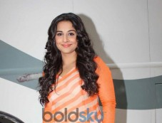 Vidya Balan in orange dress at Bade Achhe Lagte Hain sets Photos