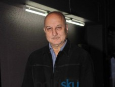 Anupam's Kher snapped during 200th stage performance Photos