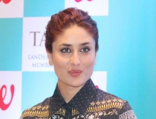 Kareena Kapoor khan at the launch of book Donot lose out,Work out Photos