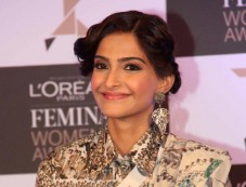 Sonam Kapoor stuns during L'Oreal Paris event Photos
