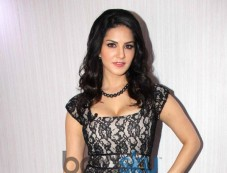 Sunny Leone stuns at  comidy nights during Ragini MMS 2 promotion Photos