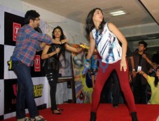 Varun Dhawan and Nargis Fakhri at Mithibai collage's filmfestival Photos