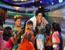 Varun and Illeana stuns during Main Tera Hero Promotion Photos