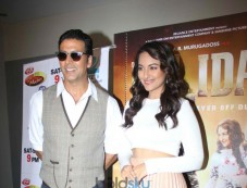 Akshay and Sonakshi during Holiday film promotion Photos